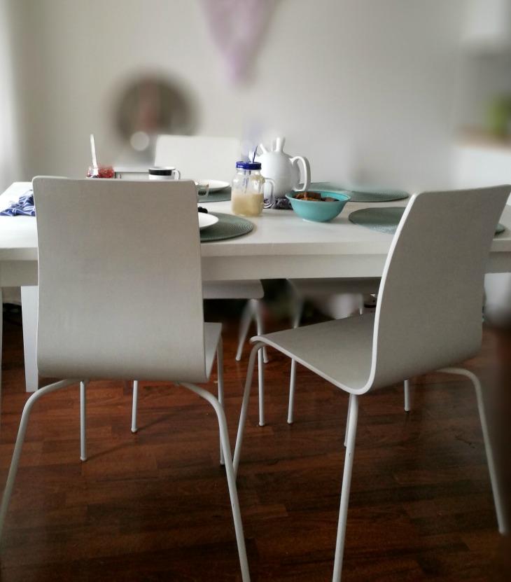 kalkkimaalatut huonekalut