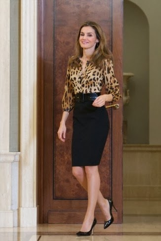 ca2aed0331 Fashion Assistance  Letizia se apunta al estampado felino y a la ...