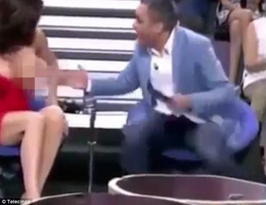 «Θερμόαιμος» παρουσιαστής στην Ισπανία ξεγυμvώνει καλεσμένη του (Video)