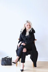 fashion week outfit by a blogger, wearing all black and prada handbag