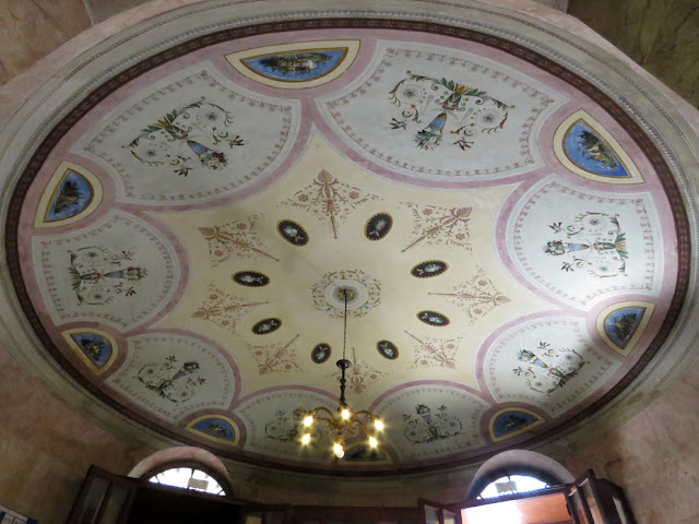 The ceiling at the entrance of the ISIS Niccolini Palli, Via Goldoni branch, Livorno