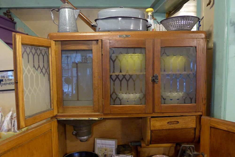 Genial 1910 Napanee Early Oak Hoosier Style Cabinet