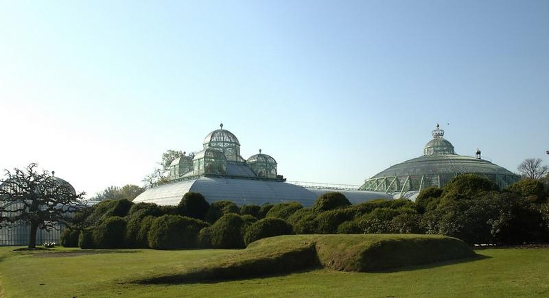 Izquierda: El Invernadero Congo, Derecha: El Jardín de Invierno. Invernaderos Reales de Laeken