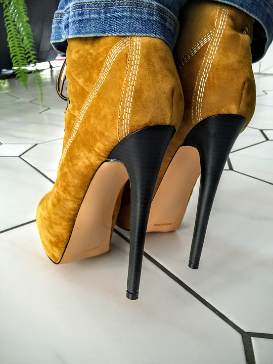 winter walking on ice are not for stiletto-heeled-boots