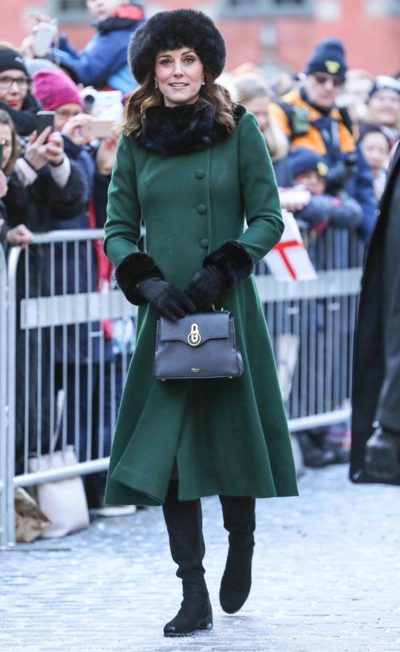 13093b3281b8 coat verde bosco di Catherine Walker, con stivali scamosciati di Russell &  Bromley e la Mini Seaton Bag di Mulberry.