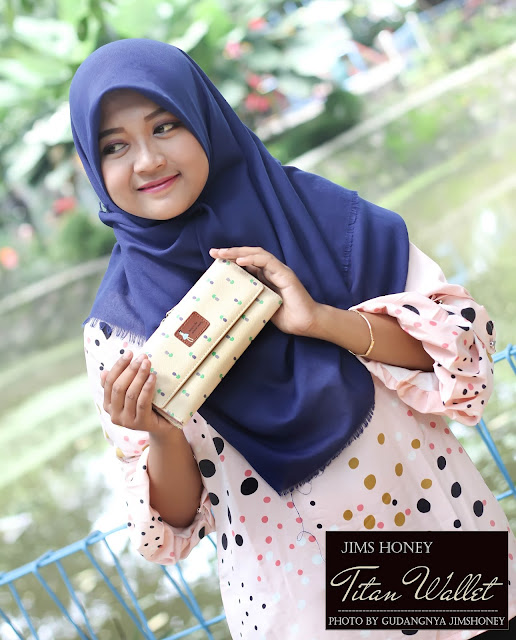 Sesi Foto Jims Honey Titan Wallet