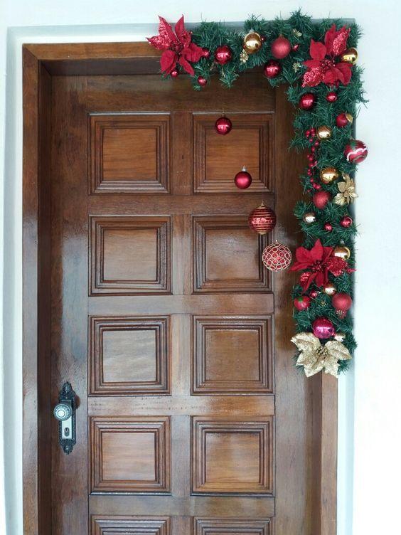 15 ideas espectaculares para decorar puertas en navidad for Ideas para decorar puertas