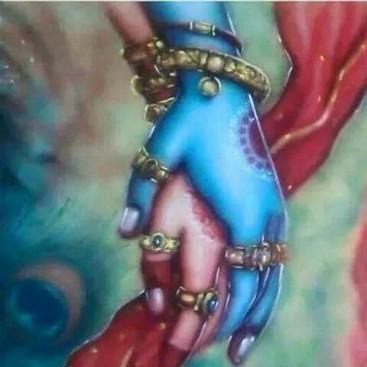 श्री राधा रानी कृष्ण से उम्र में बड़ी थी, लेकिन उनका प्रेम तो बचपन से ही चरम सीमा पर था. कहते है ना प्रेम उम्र के दायरे में बंधकर कभी भी नहीं रह सकता है. लक्ष्मी जी ही राधा अवतार में धरती पर आई थीं.