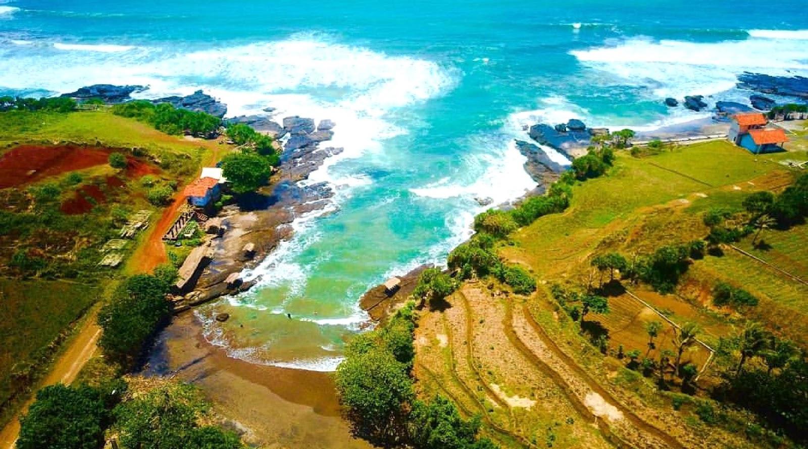 Rute Menuju Pantai Cicalobak Garut, Photo dan Hotel