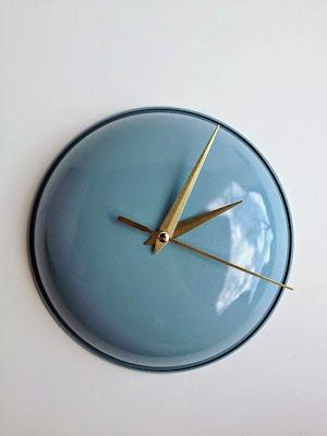reloj hecho con una tapa reciclada