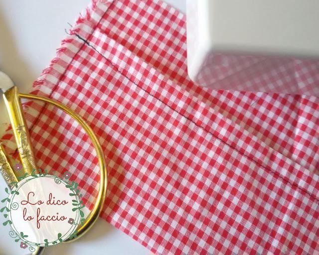 cucire-stoffa rossa-