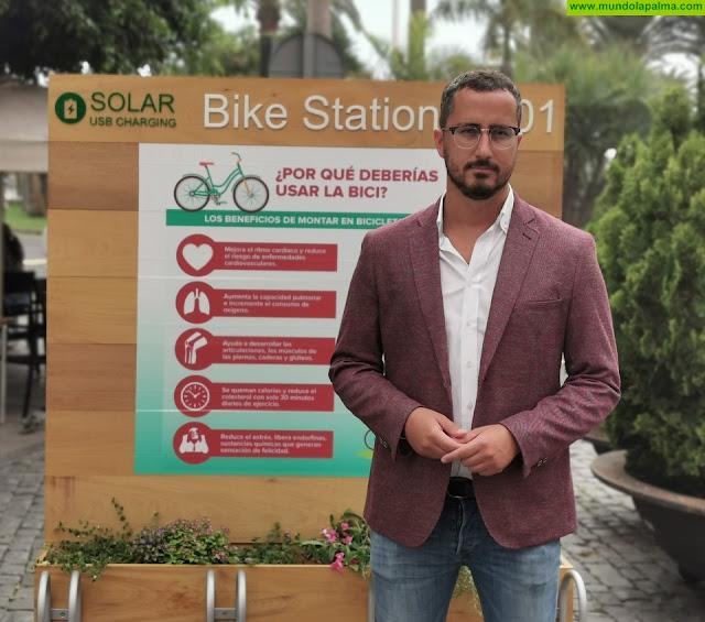 El Ayuntamiento de Santa Cruz de La Palma instala un aparcamiento de bicicletas con un punto de recarga de móviles  Funciona con placas solares