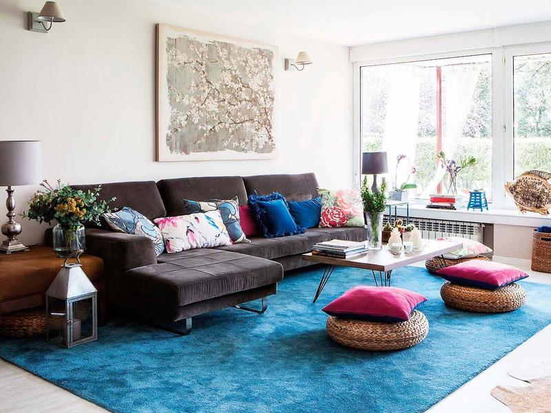Salas inspira o para a primavera decora o e ideias - Combinar sofa azul oscuro ...