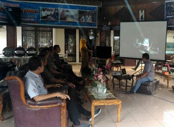Danrem Wirabraja Bawa Lamtera Untuk 'Menerangi' Padangpariaman