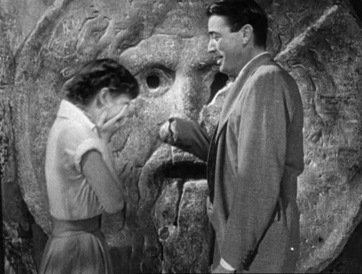 Scena della bocca della verità del film vacanze romane con Audrey Hepburn