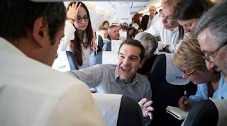 Με το αεροπλάνο της… γραμμής ο Τσίπρας στα Γιάννενα - Τα ρουσφέτια που του ζήτησαν οι επιβάτες της πτήσης