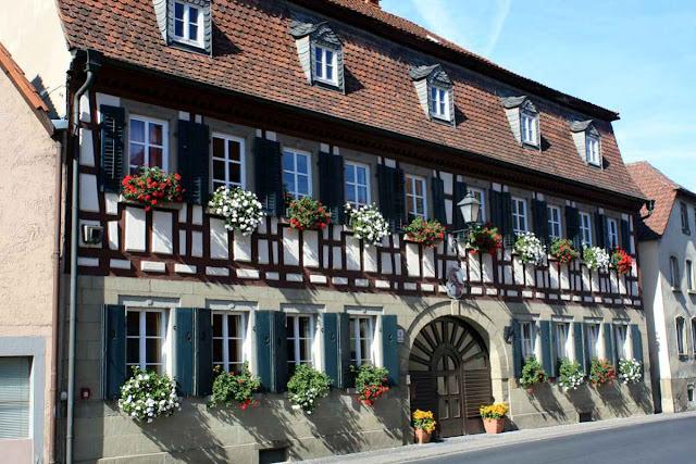 Fränkisches Weinland - Prachtvolles Fachwerk in Rüdenhausen © Copyright Monika Fuchs, TravelWorldOnline