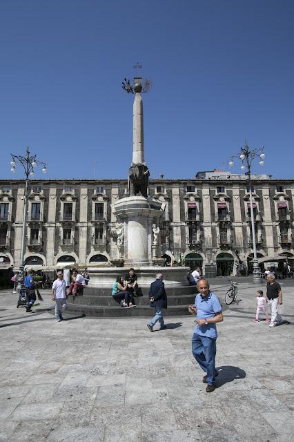 Piazza Duomo-l'elefante-Catania