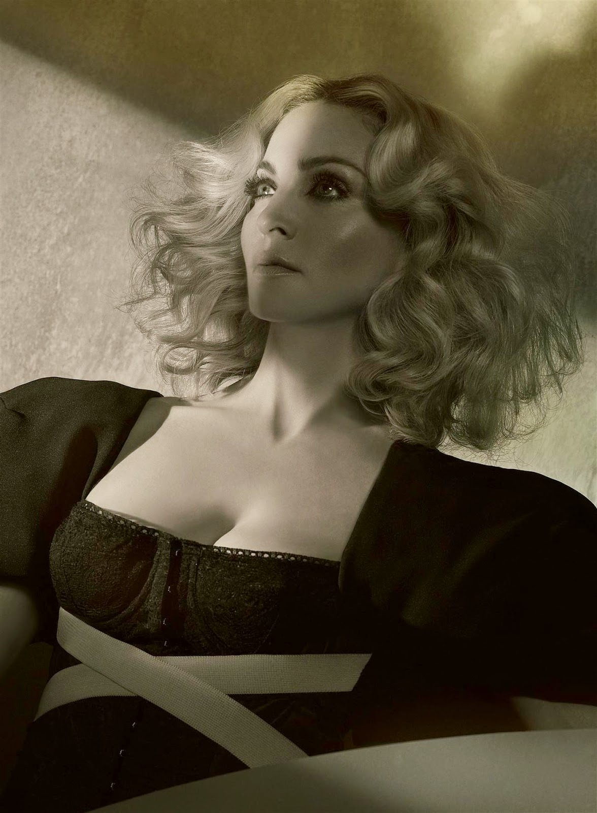 World Hot Actress: Madonna hot fantastic photoshoot for Hard Candy Steven Klein's hq photos
