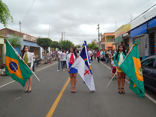 Desfile Cívico em Cedro encanta público em viagem pela história do país