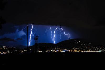 Ilustrasi badai petir kilat. Foto : pixabay.