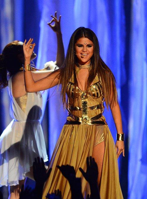 "Selena Gomez Debuts ""Come And Get It"" Single Cover, Sets ...  |Selena Gomez Come And Get It Performance"