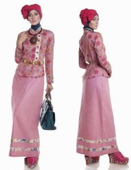 Baju muslim batik untuk wanita muda berjilbab