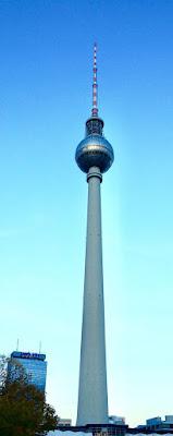 Torre della televisione o Berliner Fernsehturm in Alexander Platz a Berlino