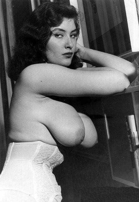 vintage glamor tits tube jpg 1200x900