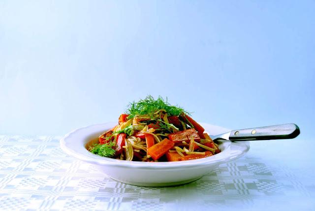 Asianudeln mit Gemüse und Gewürzöl | pastasciutta