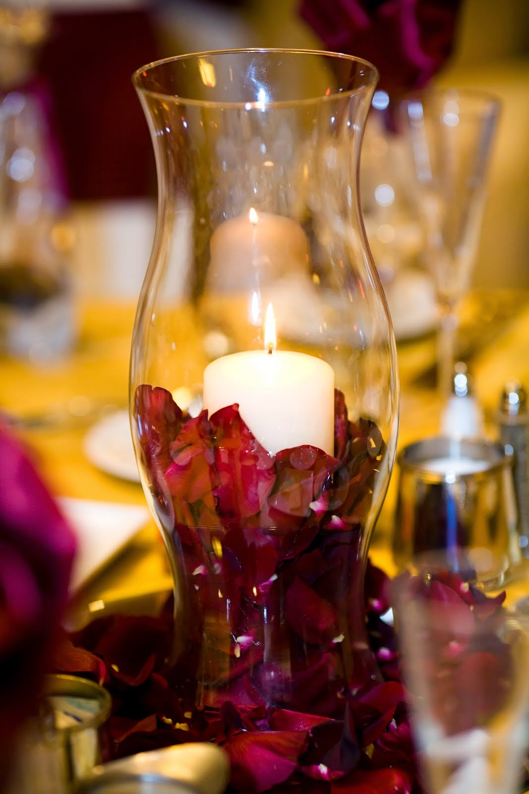 Vase With Centerpiece : Memorable wedding inexpensive centerpieces