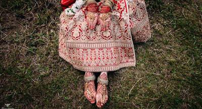 El mehndi es la aplicación de henna como una forma temporal de decoración en la piel en forma de pasta hecha de polvo de color marrón y la cual suele usarse en ceremonias y rituales en la India.