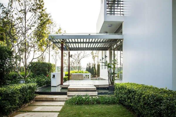 Không gian bên cạnh nhà mẫu Biệt thự đơn lập Gamuda Gardens Mansions