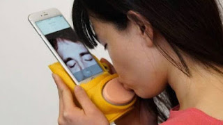 Send Kisses to loved ones on iPhone using this Kiss Messenger