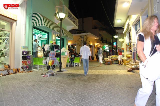 36c7d293514 Αν και η πόλη της Καρπάθου είναι πολυσύχναστη, με πάρα πολλά καφενεία,  ζαχαροπλαστεία και εστιατόρια, το νησί δεν έχει ακόμα παραδοθεί στον μαζικό  τουρισμό ...