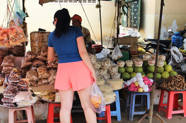 Skuon spider market, near Phnom Penh, Cambodia - travel blog
