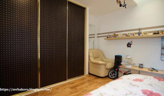 Купили маленькую двухкомнатную квартиру, после ремонта в ней появилась спальня в гостиной