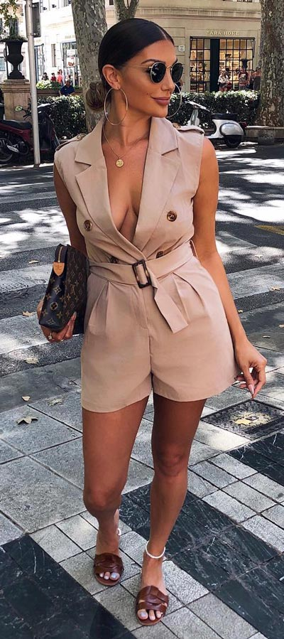 Minis are back in trend again. Here are 33+ Cute Outfit looks to insire you how to wear a mini dress. 33+ Adorable Mini Dress Outfits that Never Go Out of Style. Via Higiggle.com #minidress #fashion #cuteoutfits #chic