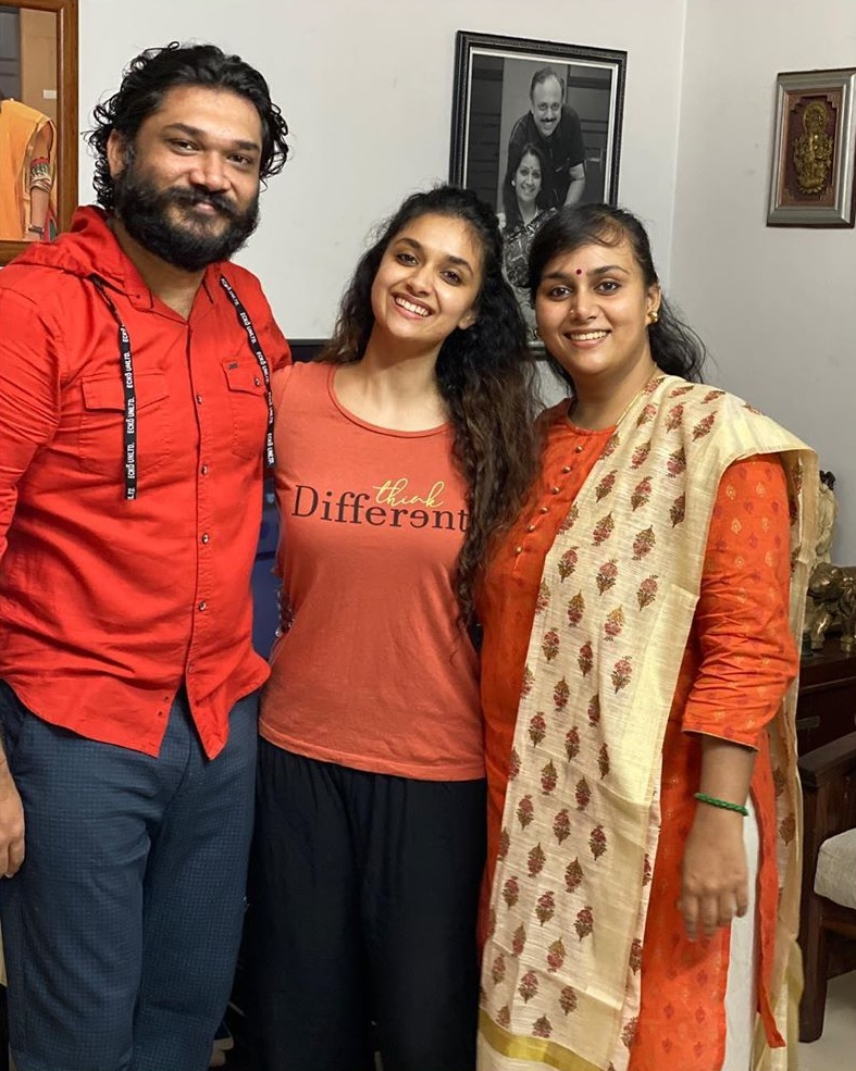 Keerthy Suresh with her Akka Revathy Suresh and Bava Nithin 1
