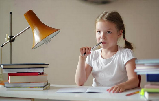 Baby Girl Studying - Valobasa