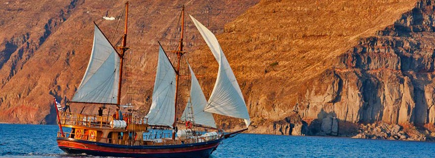 The 10 Best Things To Do In Santorini Island - Take a Caldera boat trip
