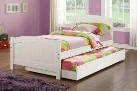tempat tidur warna putih minimalis
