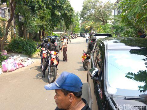 Puluhan Polisi Kepung Lokasi Penyanderaan oleh Perampok di Pondok Indah