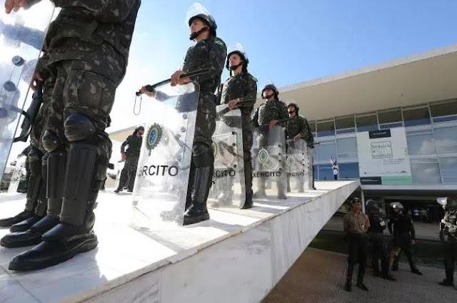 PT incendeia ministérios com ajuda de centrais sindicais para intimidar Gestão Temer