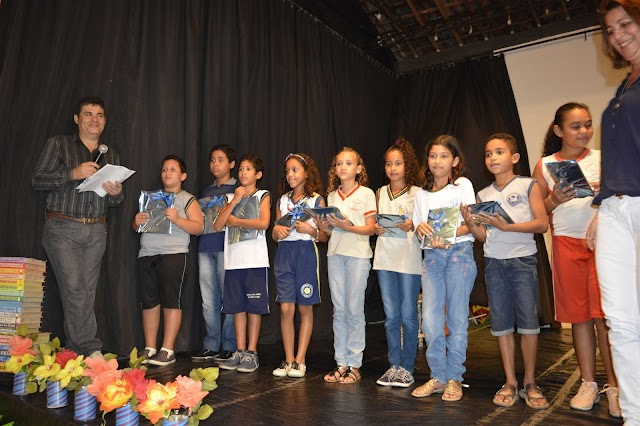 Estudante Iara Rayane irá para fase final do Concurso Ler Bem