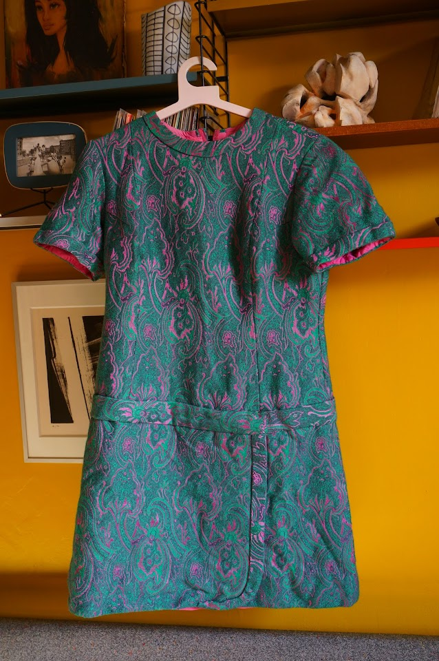 une robe faite maison  70s paisley dress 1960s 1970s 60s psychedelic pink green