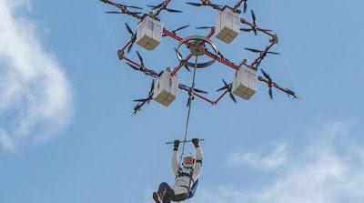 Drone diving: Η νέα τρέλα για τους εραστές της αδρεναλίνης