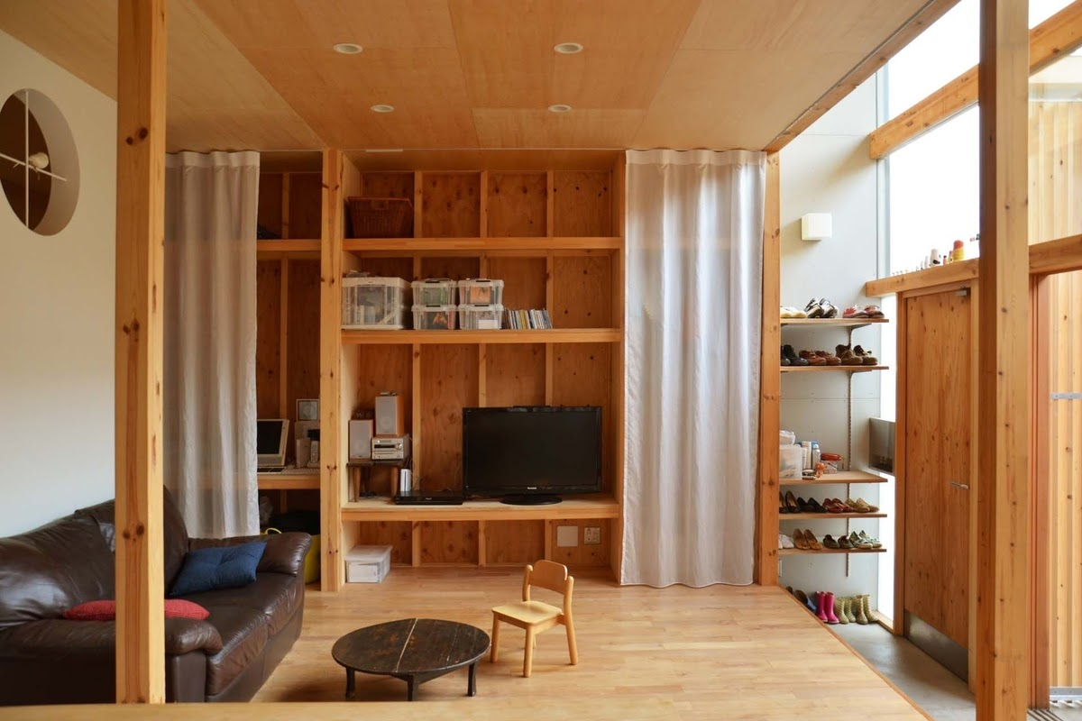 07-Living-Room-Mizuishi-Architects-Atelier-Light-and-Airy-House-in-Japanese-Architecture-www-designstack-co