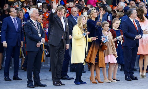 Textiel Museum, Jan Taminiau, Queen Maxima wore Jan Taminiau dress. Princess Laurentien wore Missoni dress. Amalia wore Zara coat