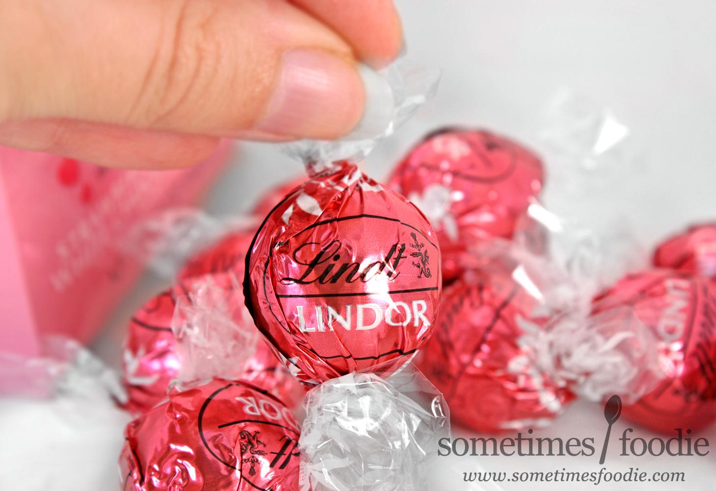 Sometimes Foodie: Lindt Strawberries & Cream White Chocolate ...